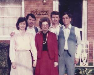 Mama and the 4 of us, 1985
